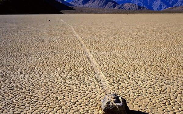 rochas-deslizam-Racetrack-Playa-tricurioso-3