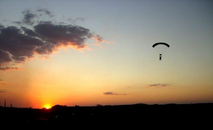 Photo: Resultado de imagem para salto de paraquedas
