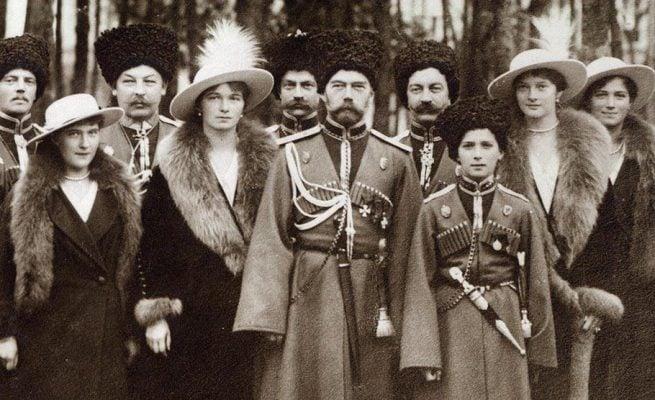 Resultado de imagem para A Família Romanov e a lenda de Anastásia