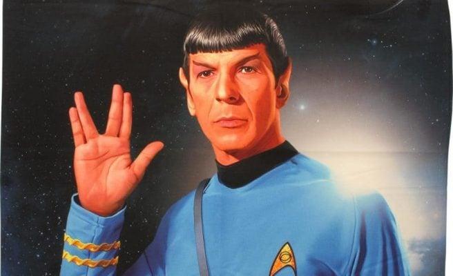 Resultado de imagem para spock saudação
