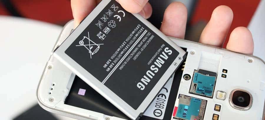 ea5a8f05e23 Mas por que as pessoas insistem que baterias de smartphones viciam? Porque  há alguns anos atrás, os celulares possuíam um tipo diferente de lítio.