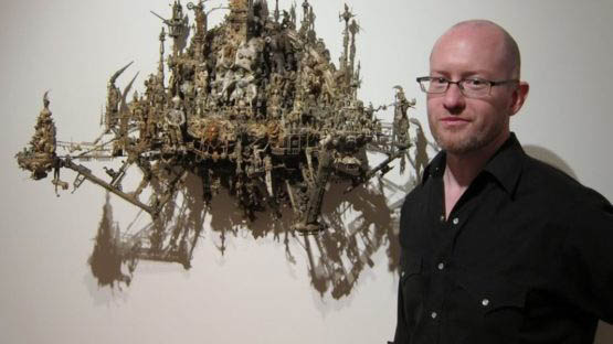 arte caótica Kris-Kuksi-artist-solo-show-at-Joshua-Liner-Gallery tricurioso