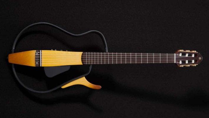 violão silent guitar yamaha quico tocando tricurioso04