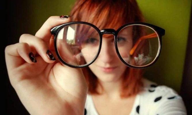 Como limpar o óculos corretamente  - TriCurioso afaeed4266