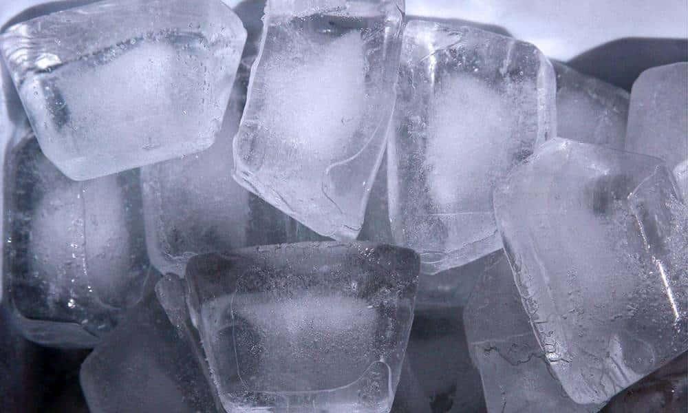 Tem Na Web - Por que o centro dos cubos de gelo é branco?