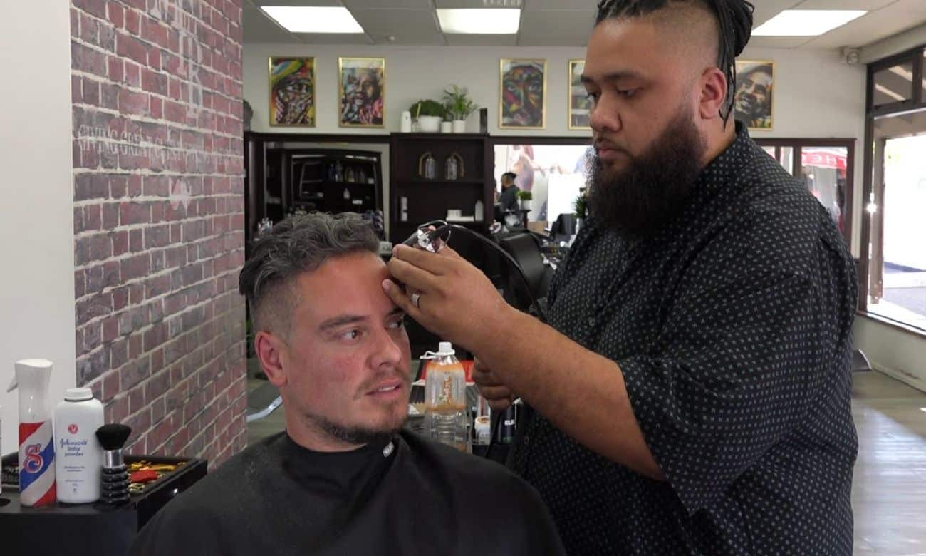 Conheça a barbearia feita para homens compartilharem seus traumas