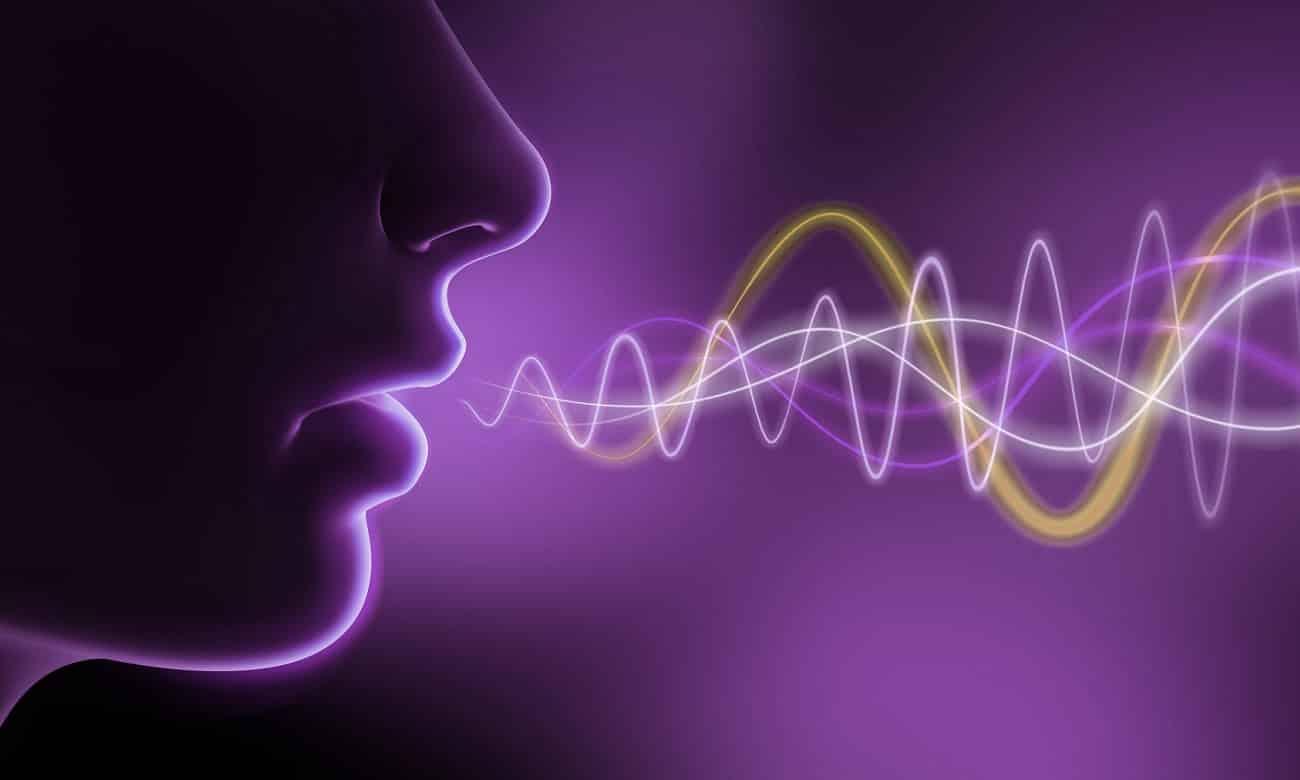 Por que nossa voz fica diferente quando é gravada?
