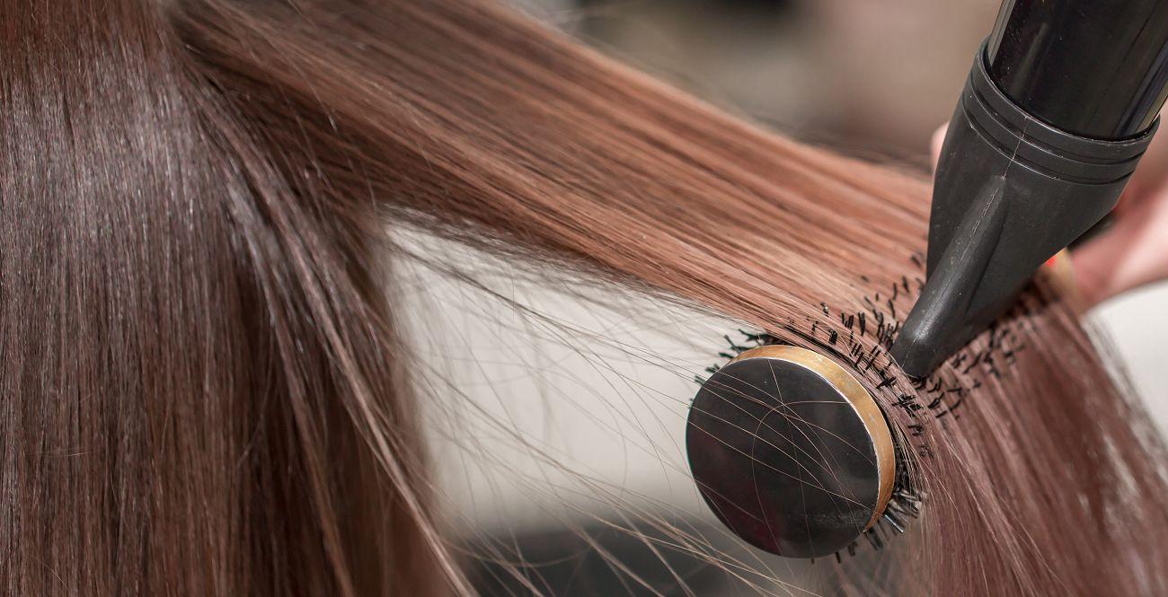Qual a diferença entre alisar e relaxar o cabelo?