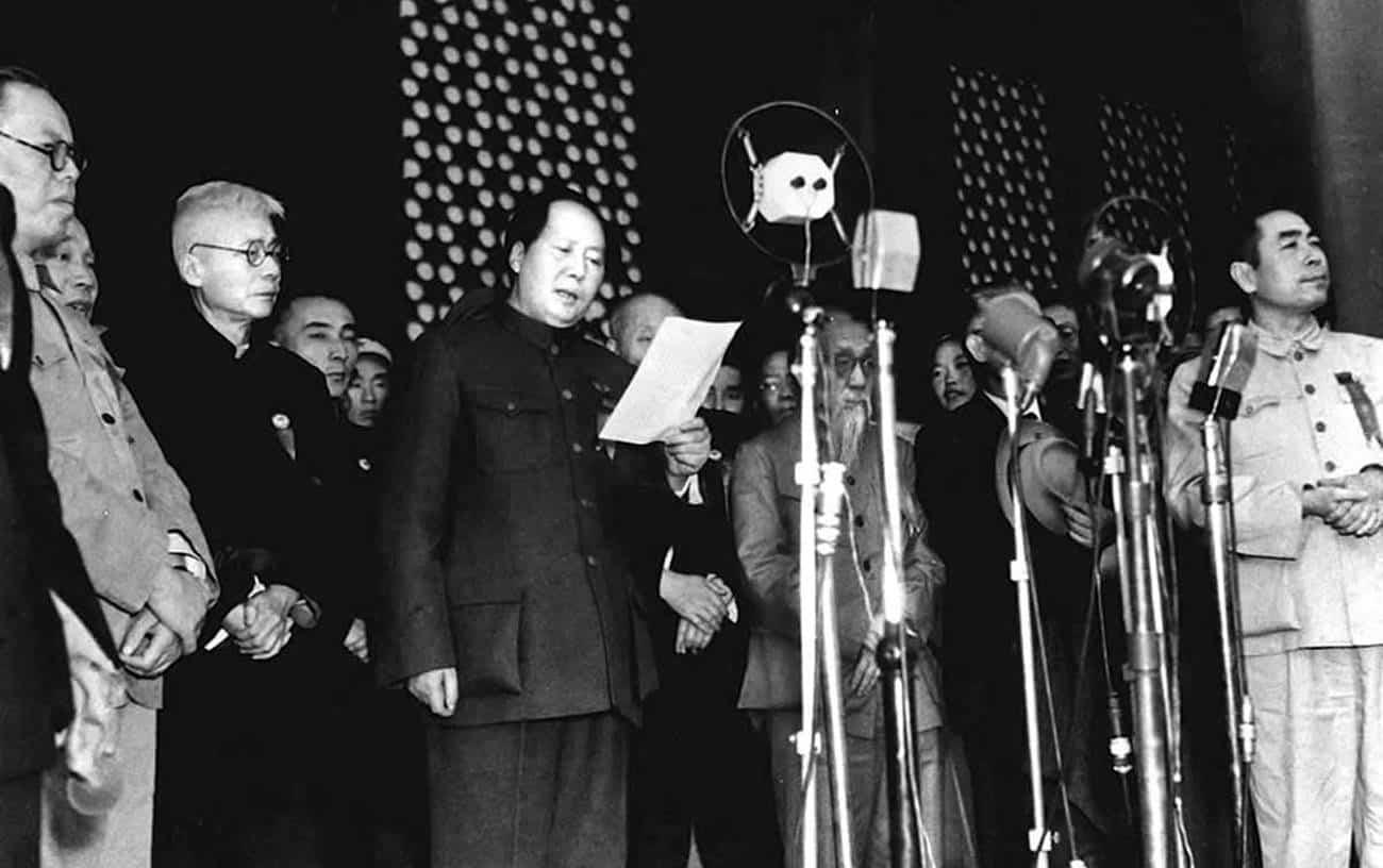 Mao Zedong proclamando o nascimento da República Popular da China.