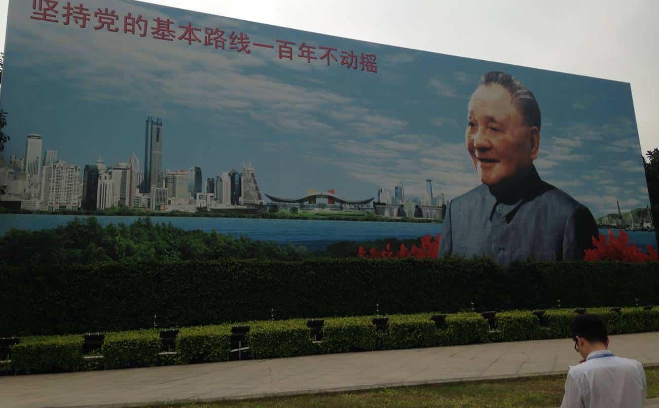 Poster mostrando Deng Xiaoping, responsável pela reforma econômica chinesa no fim dos anos 70.