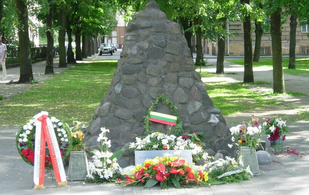 Monumento às vítimas das operações da KGB